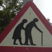 Tiltsák be az öregséget is! (Ezt a hajléktalansággal már megtették)