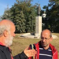 Forradalmi séta Eörsi Lászlóval a csepeli ötvenhatos harcok színhelyén