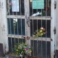 Virágok a rácson. A velejéig romlott rendszer  áldozatot követelt Csepelen