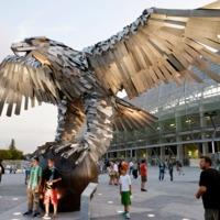 Mire megy el a pénzünk holnap?! Stadionavató Orbánnal, galambokkal, Grippenekkel és Chelsea-vel