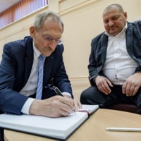 Ki lett kegyvesztett Orbánnál? Németh Szilárd vagy Borbély Lénárd?