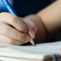 Szívszorító leveleket írt részeges édesanyjának egy 9 éves kislány