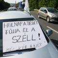 Tiltakozás, demonstráció a kormány munkavállalókat és a nyugdíjakat érintő intézkedései ellen