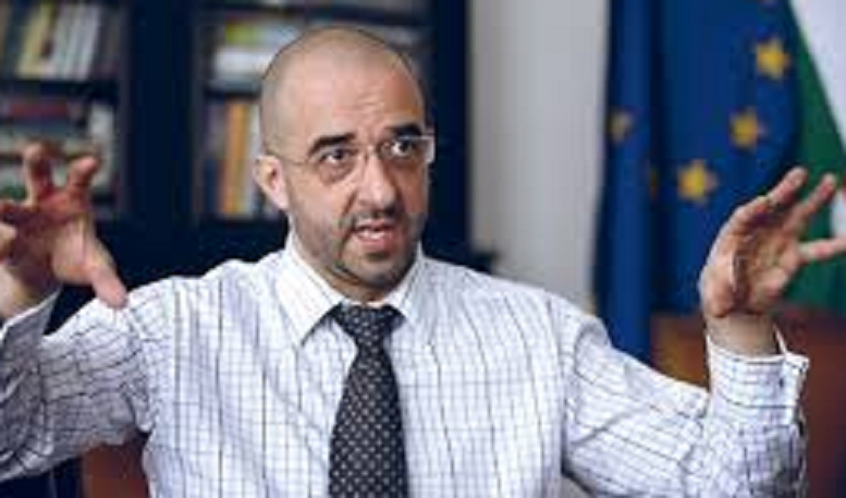 kovacs_zoltan-allamtitkar-777_3.png