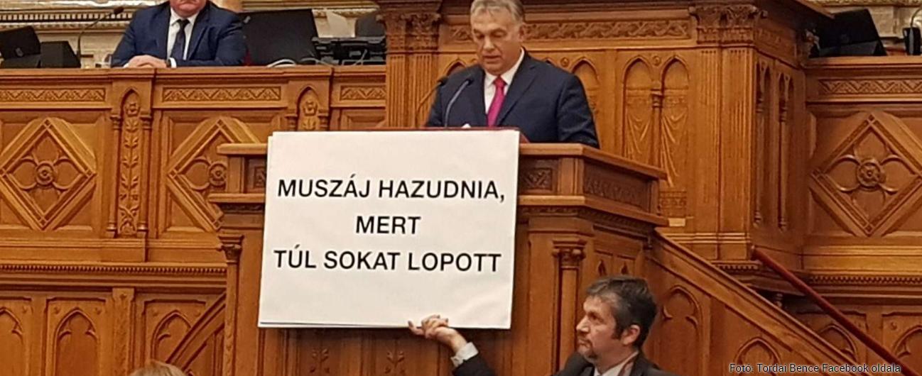 orban_hadhazy_muszaj_hazudnia_mert_tul_sokat_lopott.PNG
