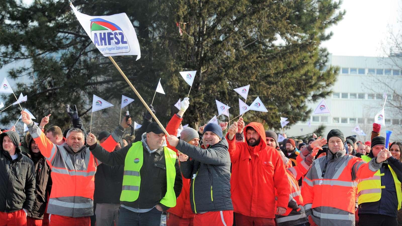 bator_emberek_gyorben_az_audinal_sztrajkolnak_2019-01-24.jpg