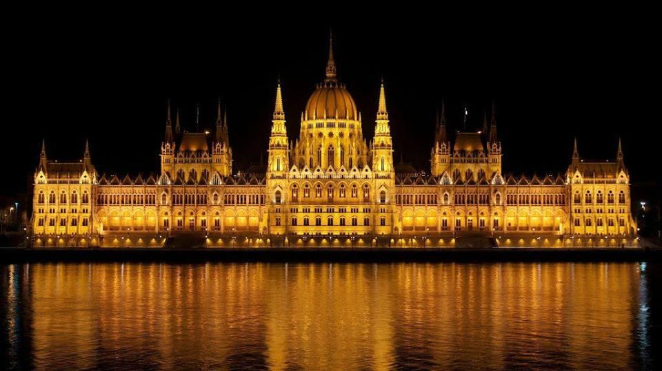 parlament_esti_kivilagitasban_1.jpg