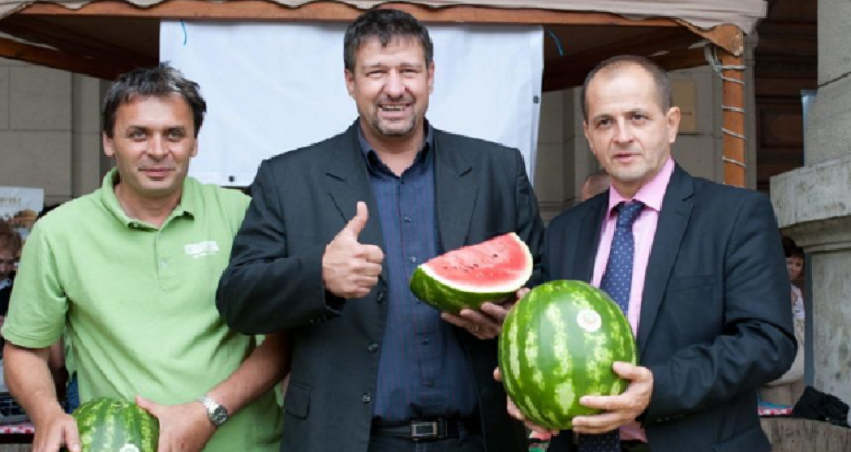 simonka_gyorgy_dinnyek_kozott_dinnye_fidesz_korrupcio.PNG