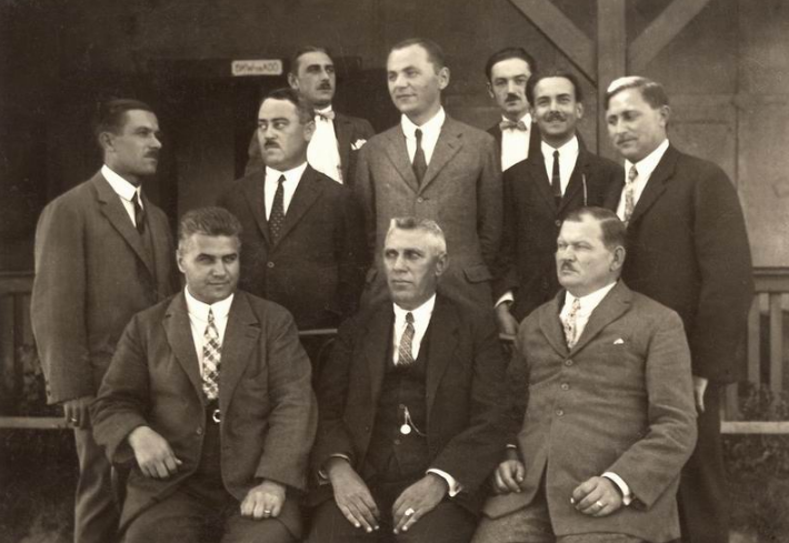 szikrataviro_szemelyzete_1923.PNG