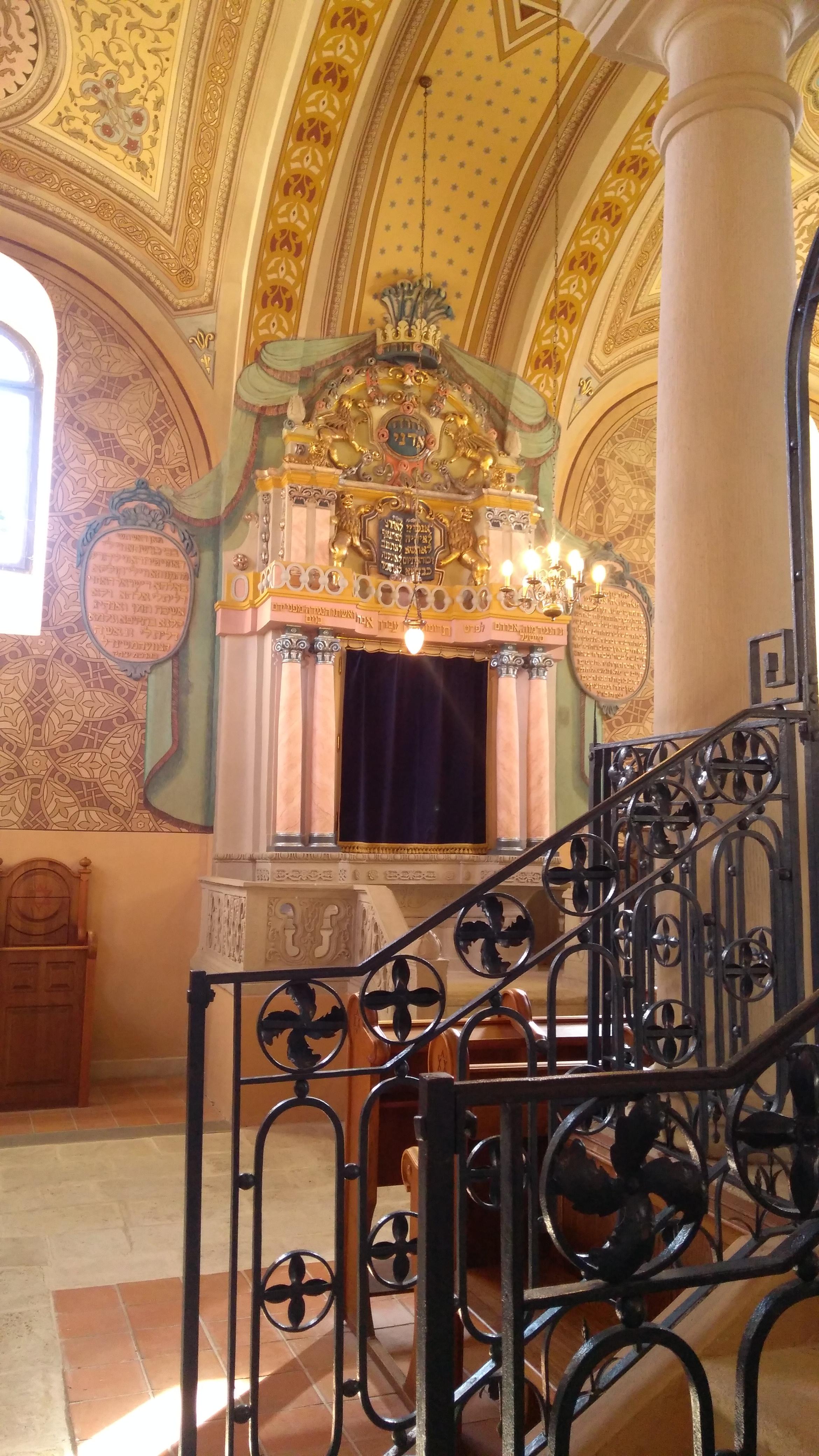 a_madi_zsinagoga_belulrol.jpg