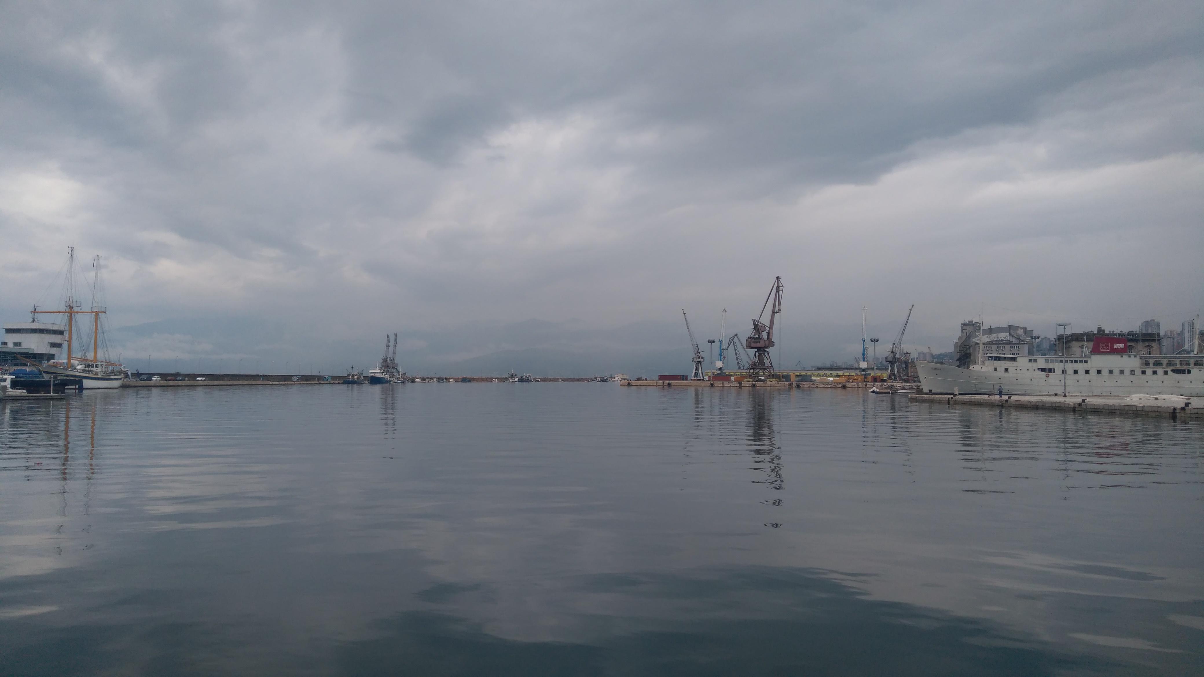 látkép a kikötőből