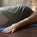 Miért jobbra fordulunk a jóga óra végén?