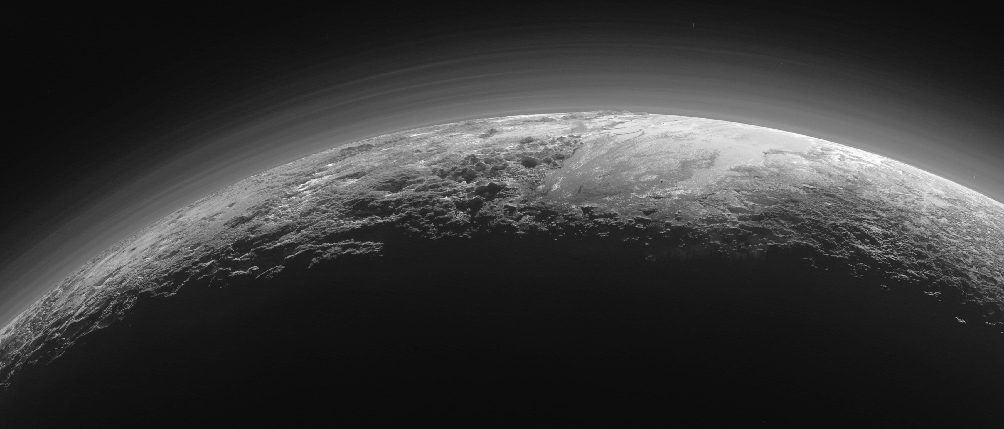 20150918-pluto-horizont.jpg