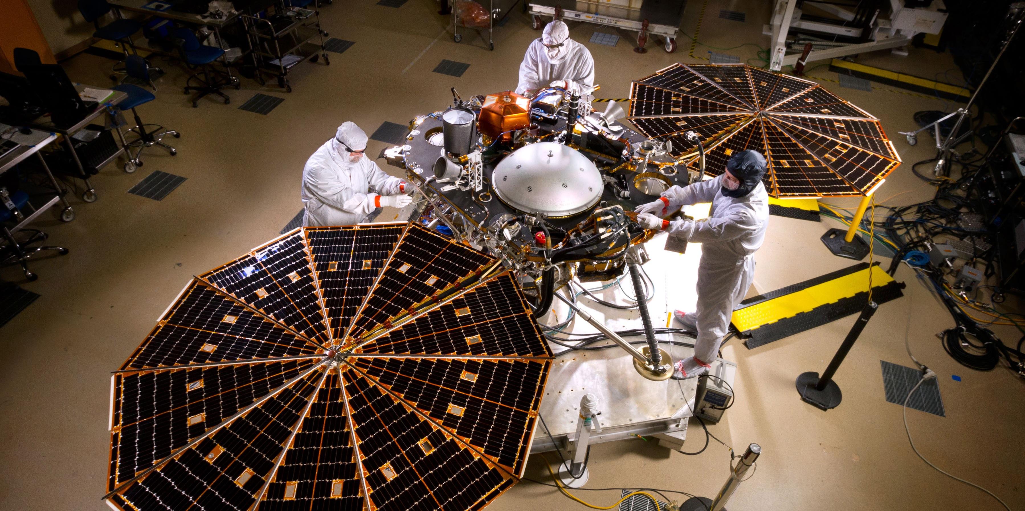 mars-insight-solar-panels-open-pia196641-full.jpg