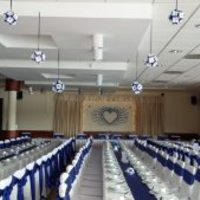 Kék-fehér origami esküvői dekoráció