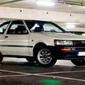 Tojok a korodra - egy Toyota Corolla története vasoxidon és füstfelhőkön át, születéstől a halhatatlanságig