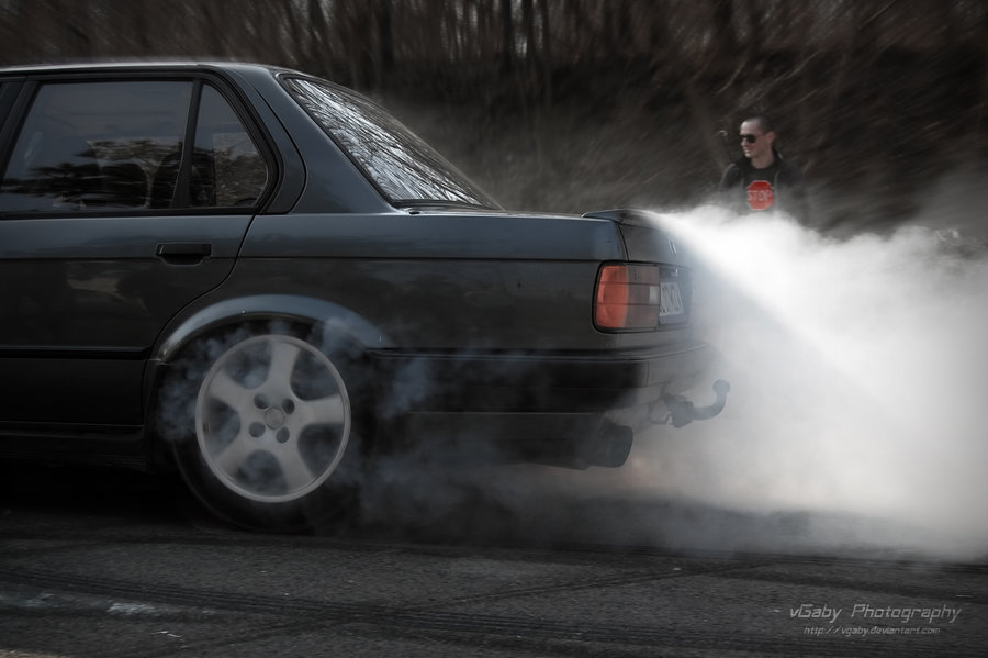 e30_burnout_by_vgaby-d4uz1oo.jpg