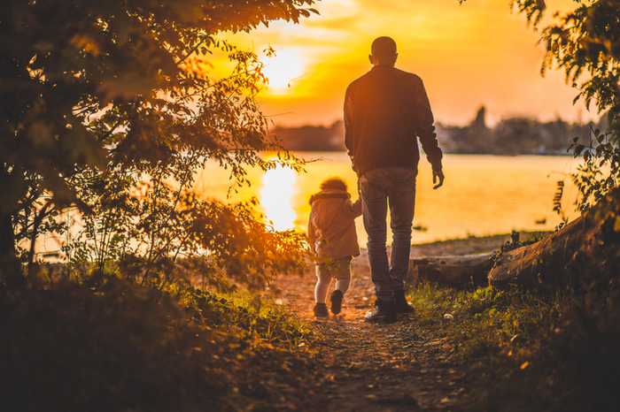 father-and-child-walking-at-sunset_800.jpg