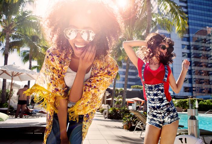 happy-girls-posing_800.jpg