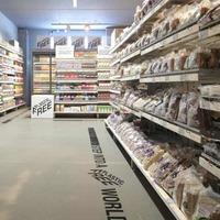 Plasztikmentes sor a szupermarketben