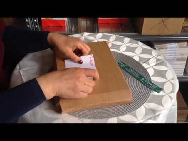 Különleges kartonboríték