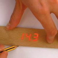 Fából készült elektronikus vonalzó