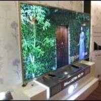 Bemutatta hajlított OLED tévéjét az LG