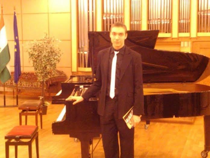 zongoraverseny.JPG
