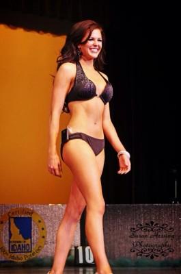 sierra-sandison-insulin-pump-swimsuit-265x400.jpg