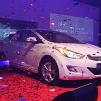 Oficialii Hyundai au preluat premiul AUTOBEST 2012, obtinut cu modelul Hyundai Elantra