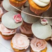 Rózsás csipkés esküvő