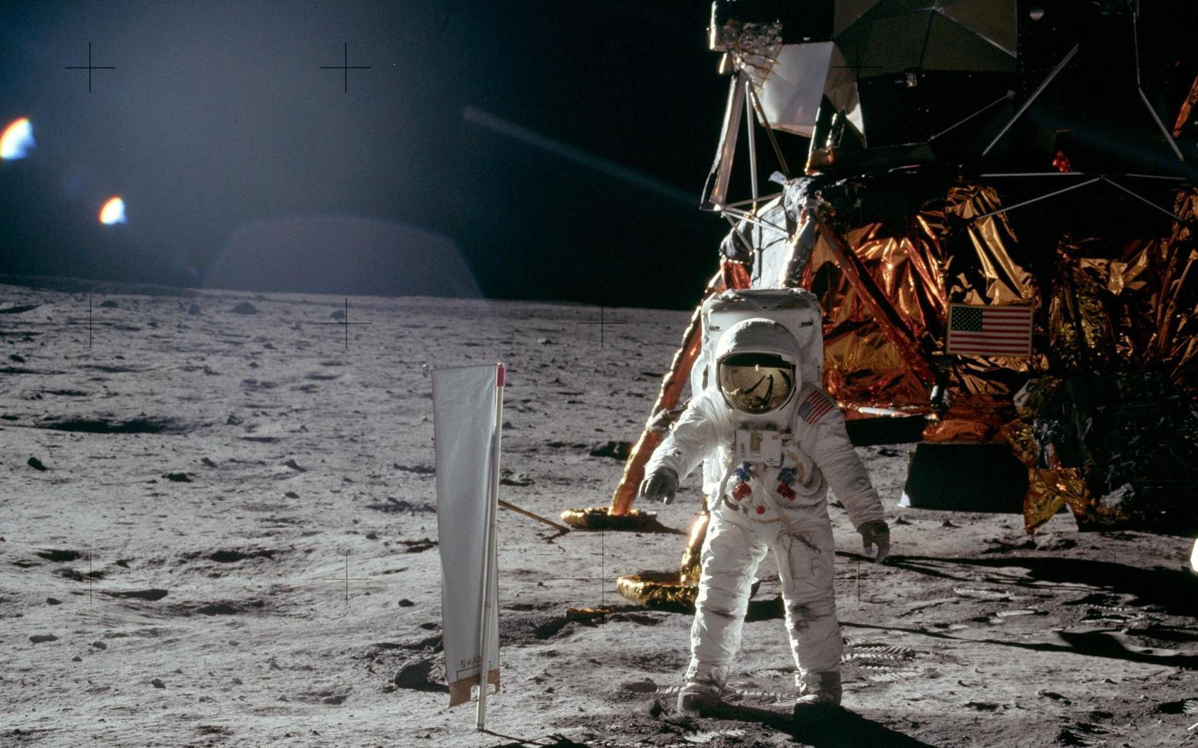 apollo_11_moon_landing-wide.jpg