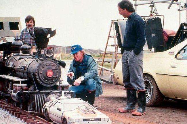 A 'Vissza a Jövőbe III' híres jelenete eredeti méretben. Hogy fért ebbe bele Michael J. Fox?