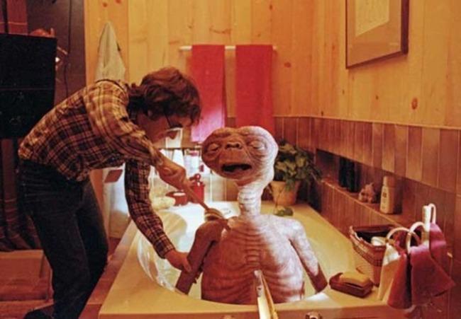 Spielberg E.T.-t kényezteti.