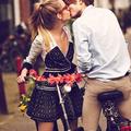 Girls on bikes - romantikus divatanyag Amszterdamból