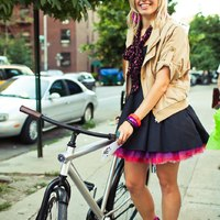 Még több kép rövid szoknyás NY-i lányokról