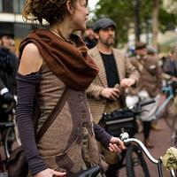 Tweed zakóban bicajozni?