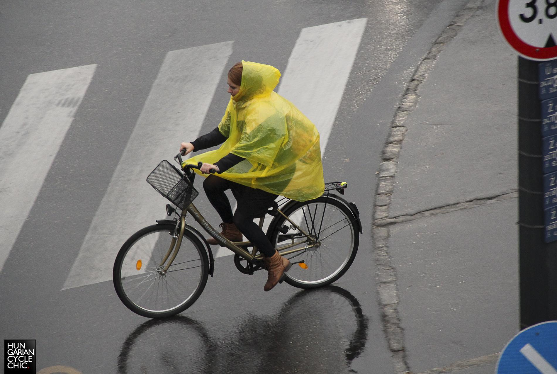 Elő az esőkabátot!