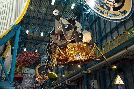 Az eredetileg az Apollo-15-ös küldetésre szánt holdkomp a KSC látogató központjában.