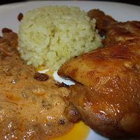 Jamaikai rumos-mazsolás csirke fokhagymás-currys jázmin rizzsel