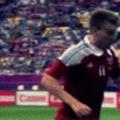 És Bendtner fejel és megint és újra