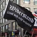 Vírustagadók és neonácik Berlin utcáin