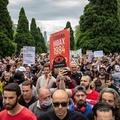 Lovas rendőrökre támadtak vírusszkeptikus tüntetők Ausztráliában
