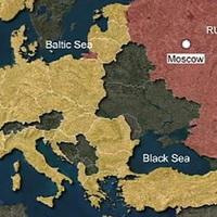 Hitchens: A NATO épít birodalmat, nem Putyin