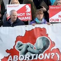 Észak-Írország: szabadabb az abortusz