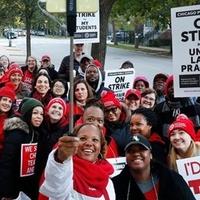 A chicagoi tanárok magasabb bérekért és kisebb osztályokért tüntettek
