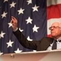 Szórta a pénzt a repülésre Bernie Sanders