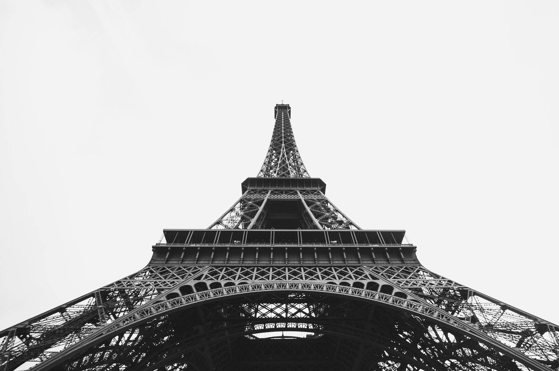 eiffel-tower-1149926_1920.jpg