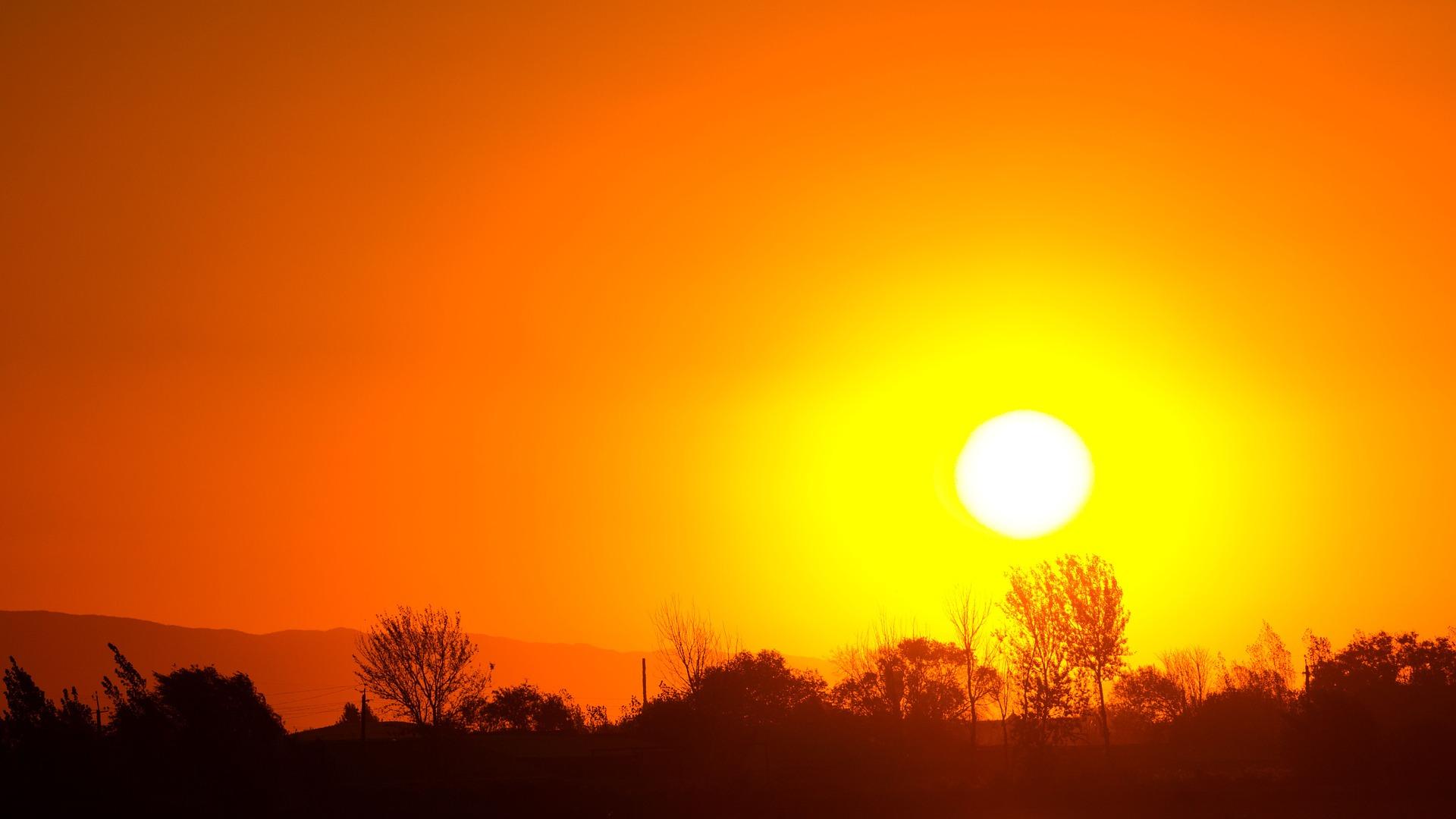 sunset-1404129_1920.jpg
