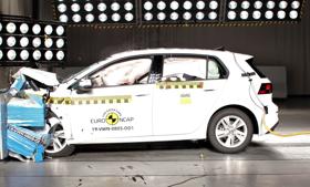 Karácsonyra 5 csillagot kapott a VW Golf és az Audi Q8 – videó